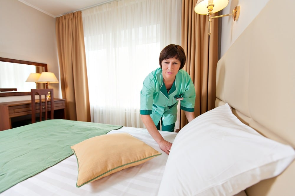 Как получить работу горничной в гостинице вахтовым методом?
