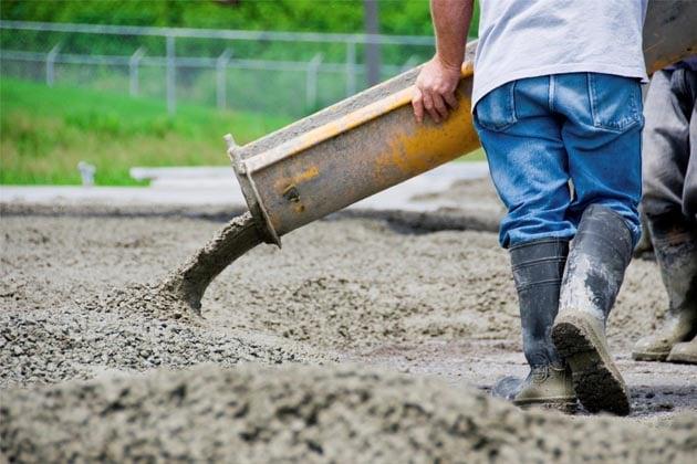 Тяжелый труд бетонщика на вахте приносит хорошие деньги