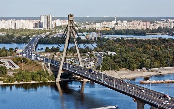Уезжаем на работу вахтовым методом в Киев!