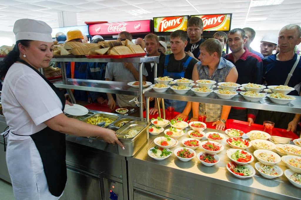 Вакансию работы на севере поваром вахтовым методом найти несложно